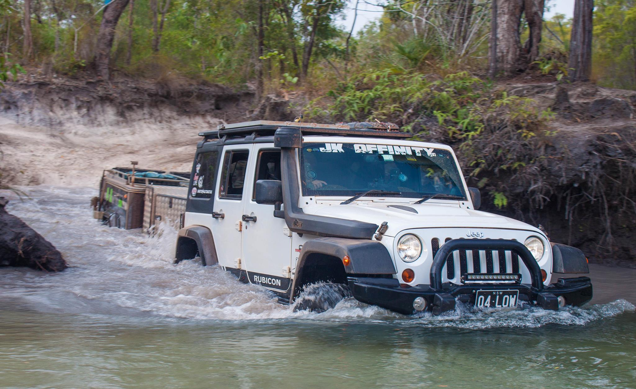 Jeep water crossing with traylor
